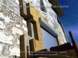 Passivhaus Codru Quince: спорудження каркасу - тестування монтажу ізоляції в зоні розташування віка